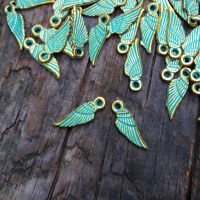 Gold pendant with patina, angel's wing 0.6x1,8cm, 4 pcs